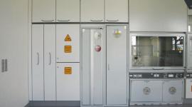 Wie müssen Sicherheitsschränke im Labor geschützt werden?