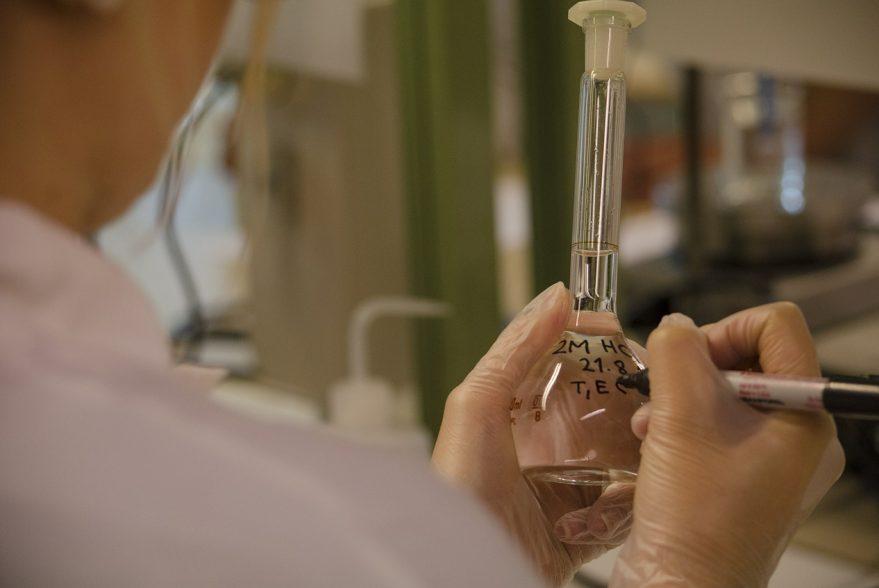 Was muss in einer Sicherheitseinrichtung im Labor beachtet werden?